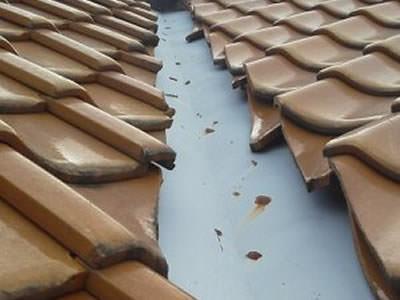 谷板からの雨漏り1